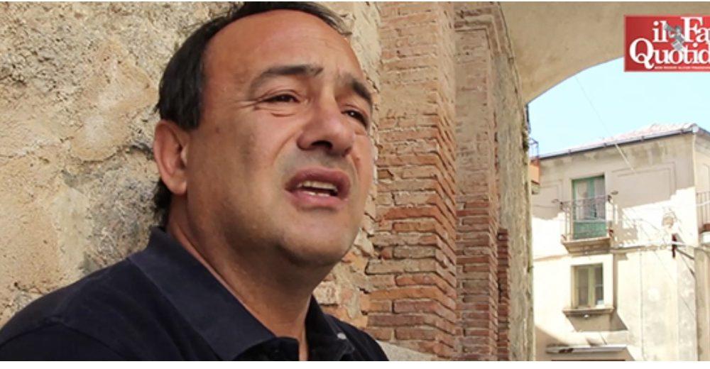 Il sindaco Domenico Lucano accusato di immigrazione ...
